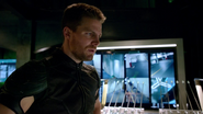 Oliver Queen resuce Atom in ArrowCave (1)
