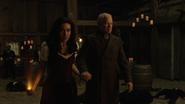 Eleanor ucieka z ojcem przed legendami
