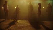 Allen, Deacon, Sharpe, Chaytan i Rundine opuszczają więzienie (3)