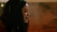 Nora opętana przez Mallusa atakuje Zari Tomaz (2)
