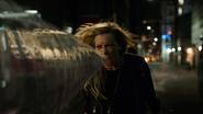 Dinah postrzela Laurel w walce (1)