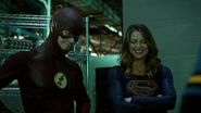 Tean Green Arrow with Flash and Supergirl Cyberwoman (16)
