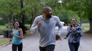 Jefferson, Anissa i Jennifer biegają z rana