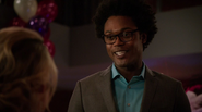 Curtis Holt give Felicity Smoak ice gift (3)
