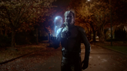Eobard Thawne return to timeline to Central City (5)