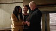 Damien Darhk przekonuje córkę, aby przyjęła Mallusa (2)