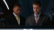 Nate help legends and JSA in Waverider (3)