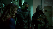 Tean Green Arrow with Flash and Supergirl Cyberwoman (11)