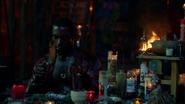 Papa Midnite create voodo Constantine (1)