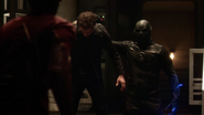 Harrison Wells escape from Earth-2 (4)