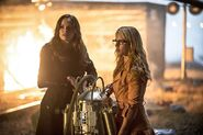 Catlin and Felicity look in Cisco fight Captain Cold