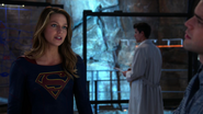 Supergirl and Winn in D.E.O (2)