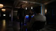 Diaz na oczach Laurel torturuje Erica
