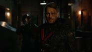 Vigilante ujawnia się przed oryginalna drużyną mścicieli