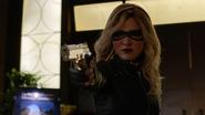 Evelyn Sharp aka Black Canary want kill Ruve Adams (9)