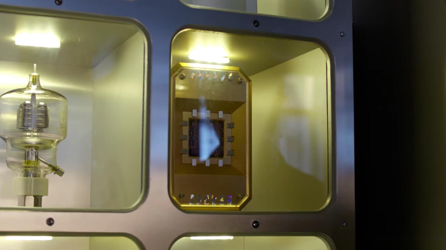 Quantum subluminal processor