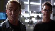 Henry Allen help team Flash in S.T.A.R. Labs (4)
