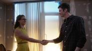 Kara e Barry fazendo uma parceria