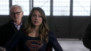 Supergirl traning with other heroes (1)
