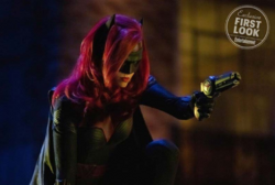 Elsewords - Batwoman first look photo.png