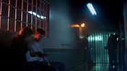 Allen, Deacon, Sharpe, Chaytan i Rundine opuszczają więzienie (2)