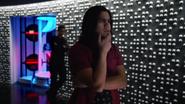 Harry pokazuje Cisco, co stało się z jego mózgiem