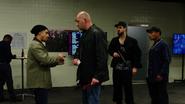 Outsiderzy zdobywają informacje o dostawie broni Diaza (2)