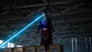 Supergirl meet other heroes with E-1 (1)