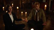 Constantine, Sharpe i Green starają się namierzyć Sarę Lance (2)
