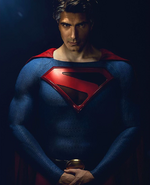 Crisis on Infinite Earths - Brandon Routh as Superman first look 2