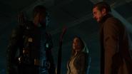 Green Arrow (Connor Hawke) help Sara and Rip (4)