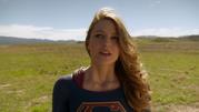 Supergirl say goodbye The Flash (9)