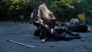 Damien Darhk i jego córka przegrywają w 1000 roku (14)