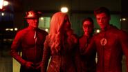 Barry, Jesse i Jay próbują użyć Killer Frost, aby zatrzymać reakcję łańcuchową