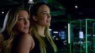 Sara Lance and Laurel Lance traning (5)