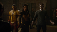 Kid Flash, Vixen i Citizen Steel walczą z Eleanor (2)