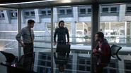 Querl informuje Winna, że przyszłość go potrzebuje