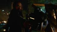 Vandal Savage kills Rip Hunter familly (5)