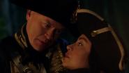 Damien pozwala Palmerowi uratować jego córkę (1)