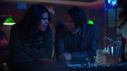 Norvok watch Caitlin and Cisco talk (3)