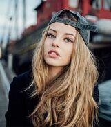 Элиана Джонс