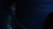 John Constantine włamuje się na Waveridera, aby porozmawiać z Sarą (2)