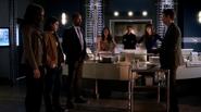 Harrison Wells (E-2) and team Flash help Kendra Saunders (1)
