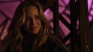 Sara Lance talk and eat with Sin (3)