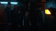Allen, Deacon, Sharpe, Chaytan i Rundine opuszczają więzienie (1)