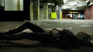 Dinah postrzela Laurel w walce (3)