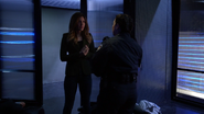 Dinah Drake dowiaduje się o ataku na firmę Korda