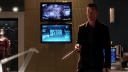 H.R. help team fight with Savitar and catch Caitlin (3)