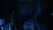 John Constantine włamuje się na Waveridera, aby porozmawiać z Sarą (1)