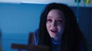 Constantine odprawia egzorcyzm na Emily w Star City (6)